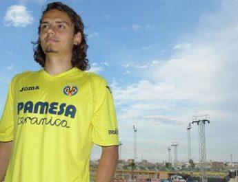 Enes Villarreal ile imzaladı.